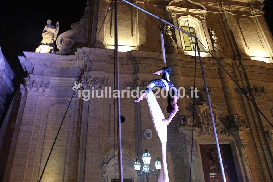 Show di Danza Aerea La Regina dell'Aria per Gran Finale Festa Nuziale