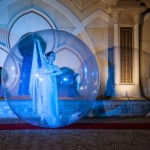 ballerina-nella-sfera-sull'acqua