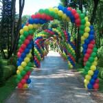 archi multicolori tridimensionali per eventi