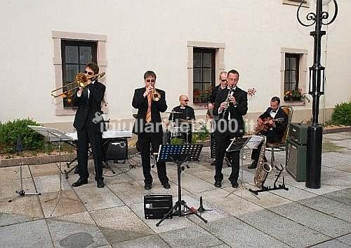 Matrimonio In Jazz : Musica per matrimonio artisti di strada i giullari del