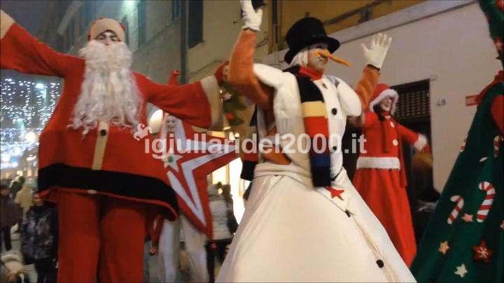 Parata Natalizia con Trampolieri e Musici by I Giullari del 2000