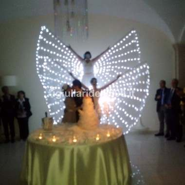 Taglio Torta con Farfalle Luminose